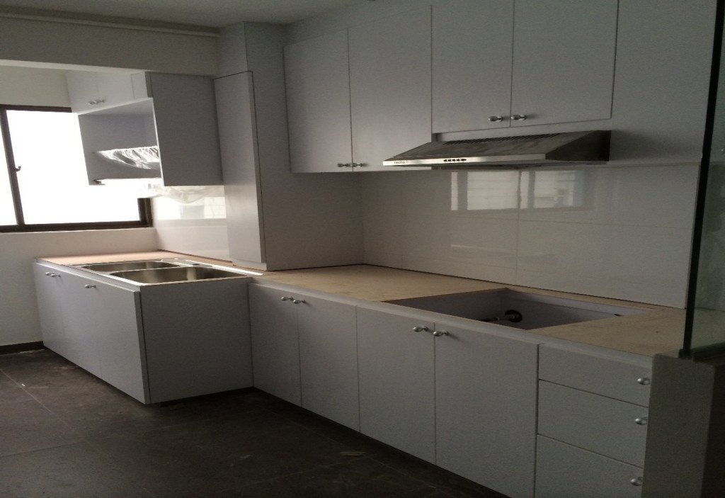 Kitchen cabinet carpenter in singapore essential tips to for Ready made kitchen cupboards